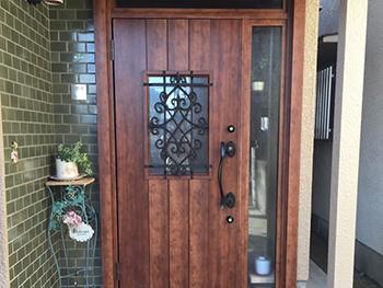オシャレで素敵なドアになり満足しています。頼んでよかったです。