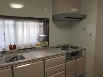 お掃除のしやすいキッチンに生まれ変わりました!