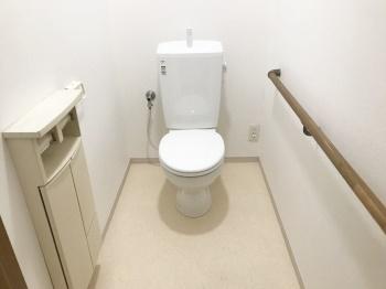 とっても明るい雰囲気のトイレに生まれ変わりました!
